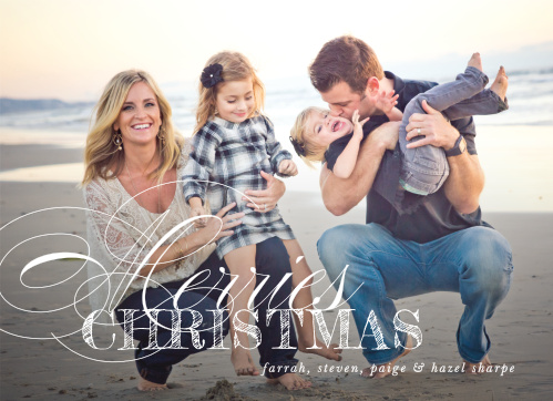 Festive Elegance Christmas Cards are the perfect balance of simple and elegant, and are an excellent way for you to share your family's holiday spirit with your loved ones.