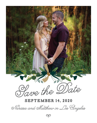 You can use our beautiful Hanging Garland Save-the-Date Cards to guarantee that your guests mark their calendars for your wedding well in advance of the day.
