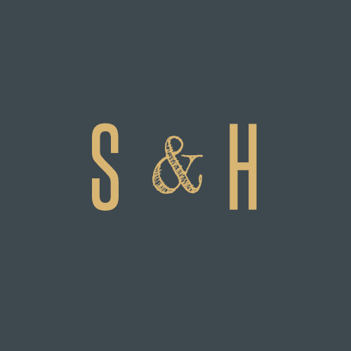 Decorate your wedding stationery, seal envelopes, and save our Marvelous Manor Wedding Stickers for little mementos of your big day. Your initials shine against the onyx background in resplendent gold-foil, guaranteeing that these stickers' style will match every decoration.